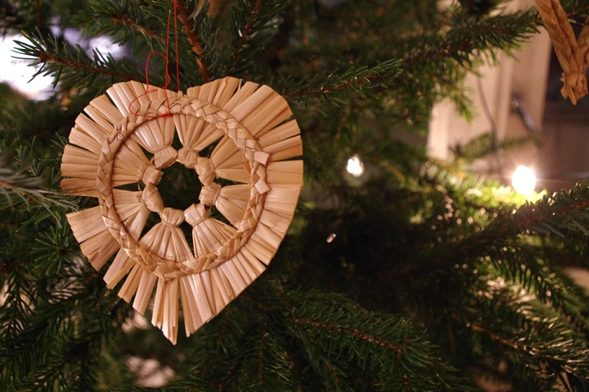 straw christmas decoration